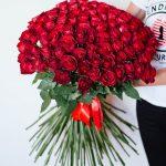 101 raudona rožė