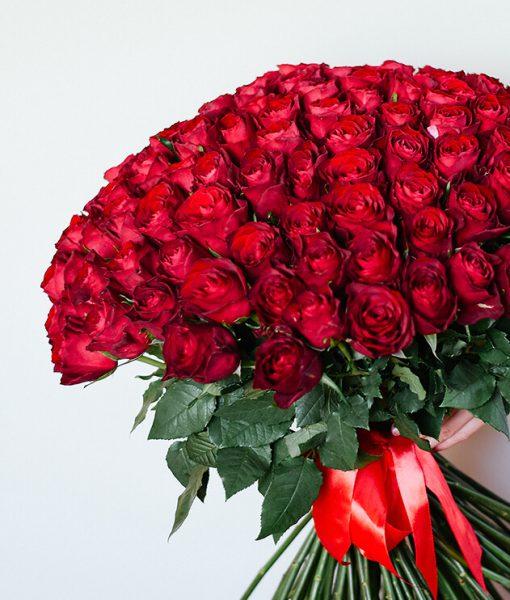Puokštė 101 raudona rožė