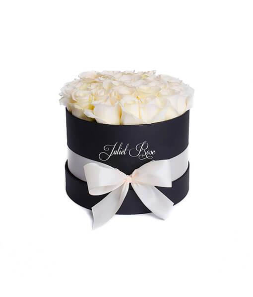Baltų rožių dėžute foto maza